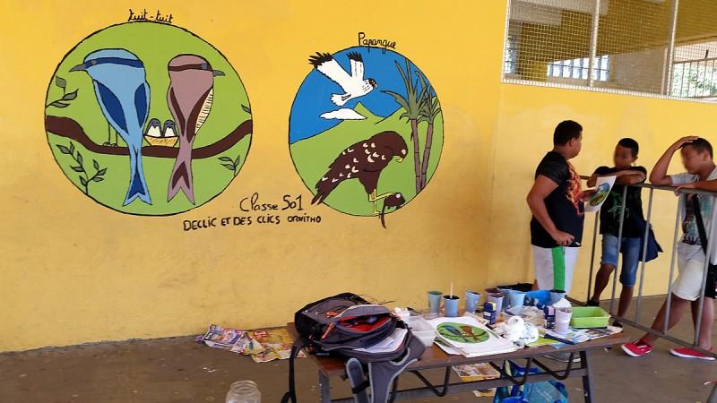 Peinture sur le mur du hall du collège Mille Roches