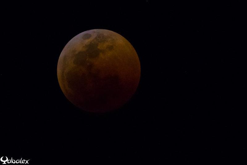 la lune rouge pendant l'éclipse