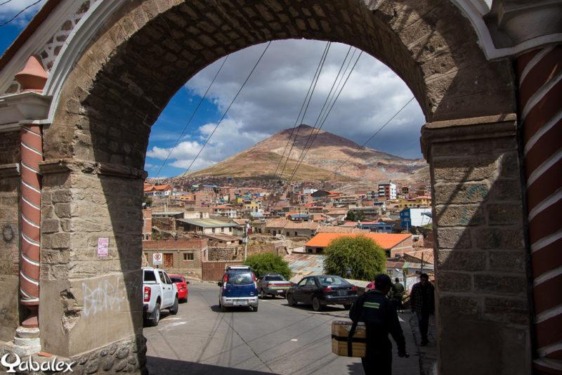 Point de vue sur la montagne de minerai d'argent, le Cerro Rico